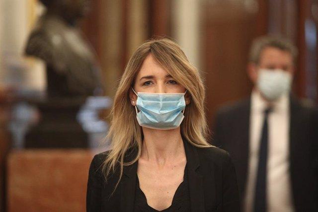 La portaveu del PP al Congrés, Cayetana Álvarez de Toledo, protegida amb màscara arriba al ple de la sessió de control, Madrid (Espanya),  27 de maig del 2020.