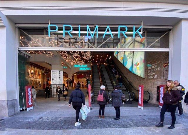 Entrada principal de la tienda Primark en Gran Vía, tras incrementar un 1,5% el sueldo de sus empleados en España, en Madrid a 07 de febrero de 2020.