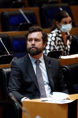 El diputado de Vox Iván Espinosa de los Monteros, durante la comparecencia del vicepresidente segundo del Gobierno, Pablo Iglesias, este jueves, ante la comisión para la reconstrucción social y económica del Congreso