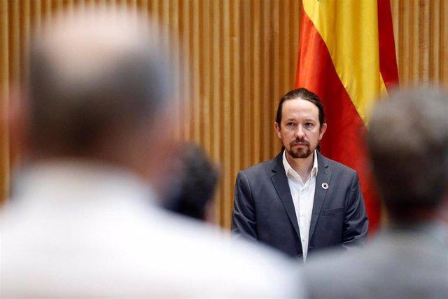 El vicepresidente segundo del Gobierno, Pablo Iglesias, durante el minuto de silencio por las víctimas de la pandemia del coronavirus, antes de comparecer ante la Comisión para la Reconstrucción del Congreso