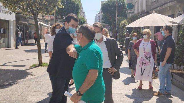 El secretario xeral del PSdeG, Gonzalo Caballero, junto al alcalde de Vigo, Abel Caballero, en una visita a la ciudad