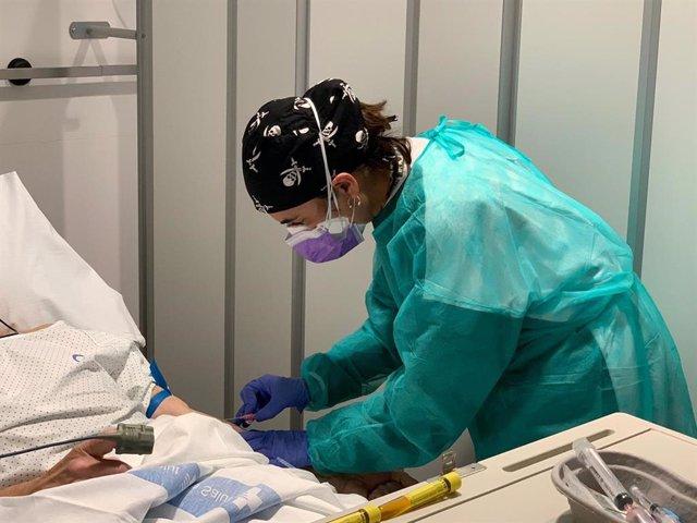 Profesional sanitaria del Hospital Josep Trueta de Girona