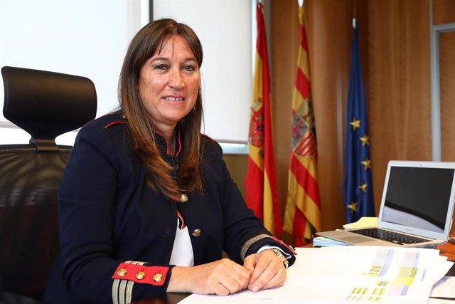 La consejera de Sanidad del Gobierno de Aragón, Sira Repollés, en su despacho.