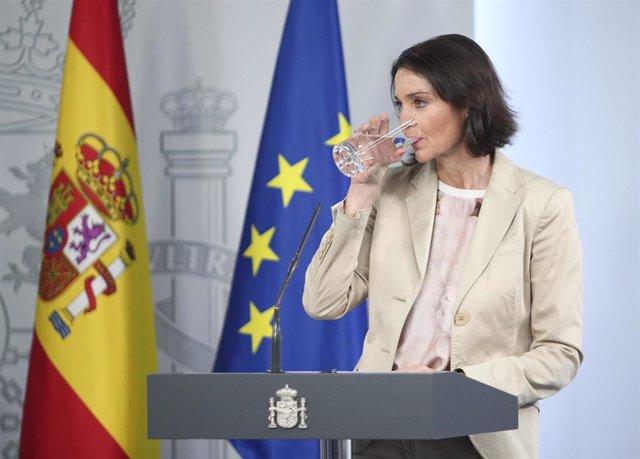 La ministra de Industria, Comercio y Turismo, Reyes Maroto, comparece ante los medios tras el Consejo de Ministros celebrado en Moncloa, en Madrid (España), a 26 de mayo de 2020.