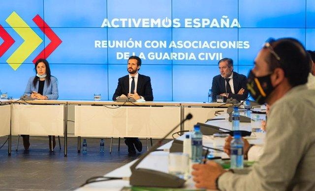 El líder del PP, Pablo Casado, junto a la portavoz de Interior del Grupo Popular en el Congreso, Ana Vázquez, y el responsable de Justicia e Interior del PP, Enrique López.
