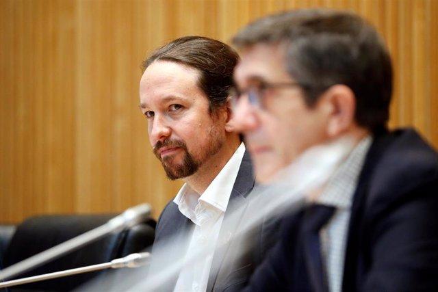 El vicepresidente segundo del Gobierno, Pablo Iglesias (i), y el presidente de la Comisión para la Reconstrucción Social y Económica, Patxi López