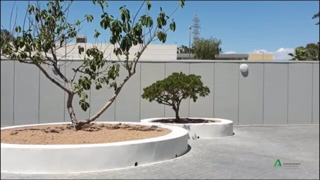 Patio exterior de la nueva Unidad de Salud Mental de Torrecárdenas