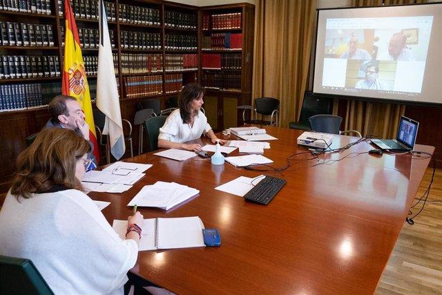 La conselleira de Educación, Carmen Pomar, se reúne con los tres rectores