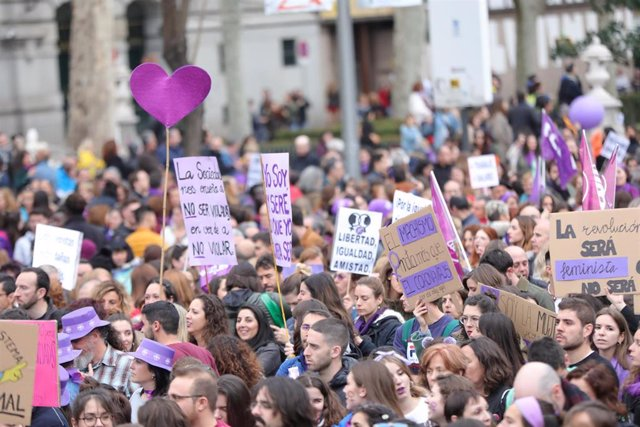 Participantes en la manifestación del 8M (Día Internacional de la Mujer), en Madrid a 8 de marzo de 2020.