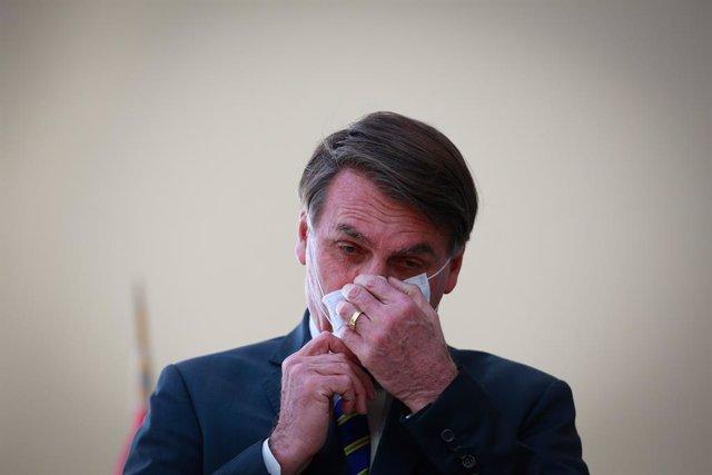 Coronavirus.- El rechazo a Bolsonaro aumenta durante la pandemia de coronavirus