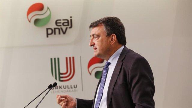 El portavoz del PNV en el Congreso de los Diputados, Aitor Esteban en una comparecencia de prensa