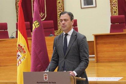 El alcalde de Yecla (Murcia) apoya la recogida de firmas para nombrar al coronel Pérez de los Cobos como hijo predilecto