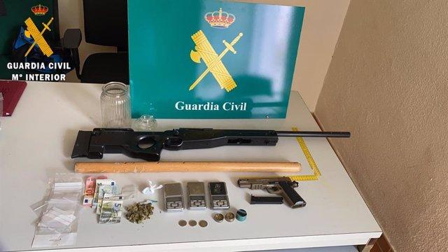 Sustancias incautadas en el local de Torrijos.