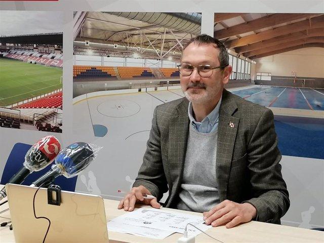 El concejal de Deporte, Rubén Antoñanzas, presenta una nueva oferta de actividades de Logroño Deporte durante el estado de alarma