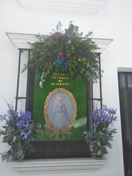 Casa de Almonte, engalanada con flores.
