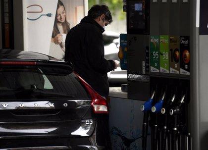 El consumo de combustibles de automoción se derrumba un 59% en abril y cae a mínimos históricos por Covid-19