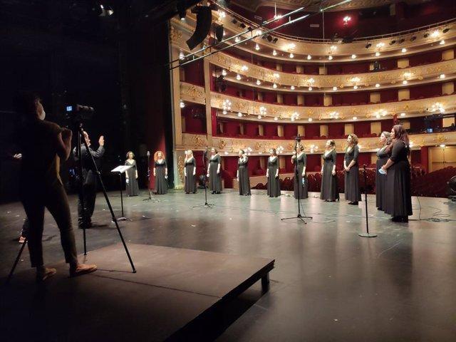 Momento de la grabación del vídeo del coro del Teatro Principal.