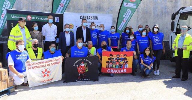 Entrega de productos de Cantabria al Banco de Alimentos