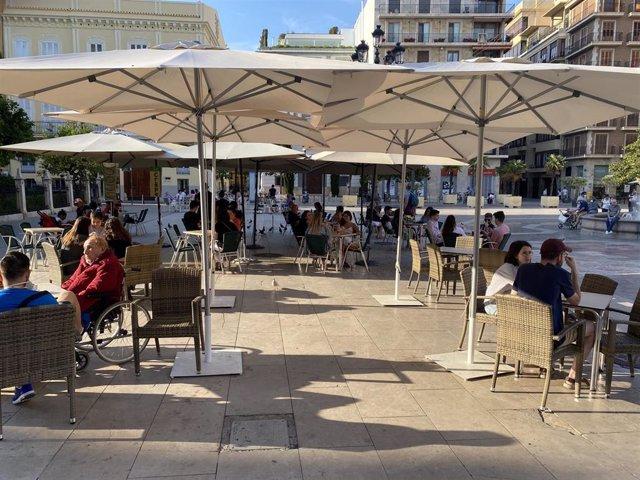 Terraza en la plaza de la Virgen de Valencia