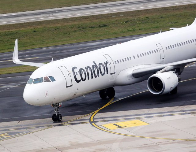 FILED - 23 September 2019, North Rhine-Westphalia, Duesseldorf: An aircraft of the airline Condor is taxiing to its parking position at Düsseldorf Airport. German government plans to grant additional aid for Condor Airline. Photo: Roland Weihrauch/dpa