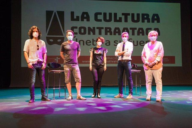 Los cantantes Rulo, Vicky Gastelo y Marcos Cao junto a Pablo Zuloaga y Gema Agudo