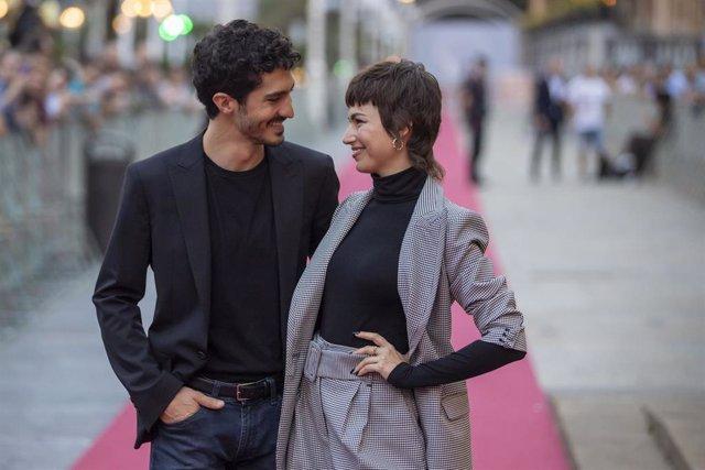 Úrsula Corberó y Chino Darín. El corte pixie de Úrsula y Sara Carbonero, causa furor