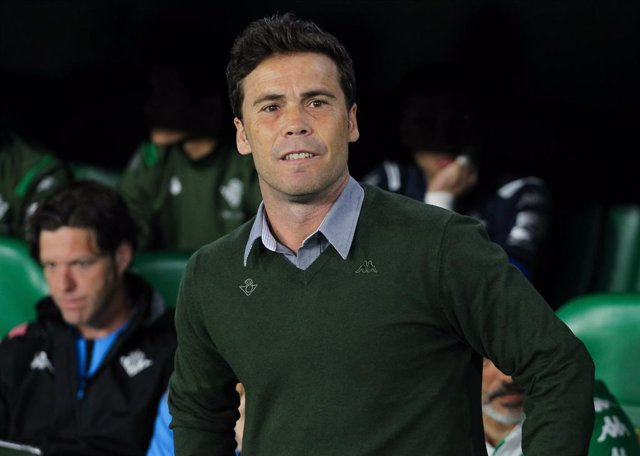 Fútbol.- Rubi se lesiona en el entrenamiento del Betis