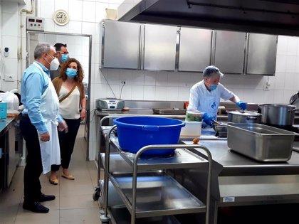 """Carreño destaca la """"enorme labor"""" de la Cocina Económica de Logroño """"especialmente esencial"""" durante el Covid-19"""