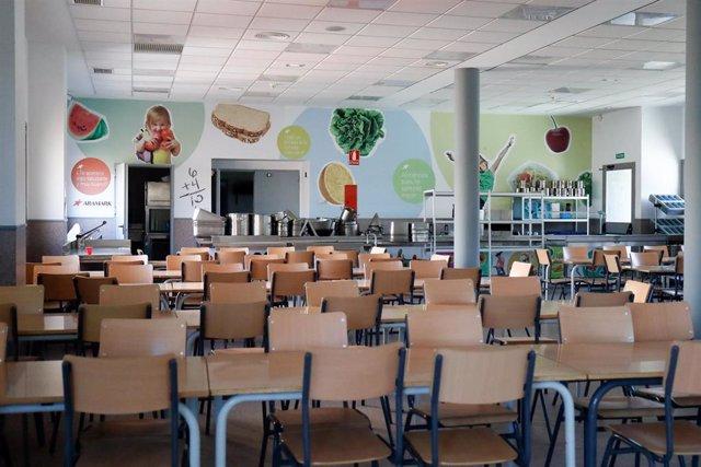 Comedor del Colegio Nobelis de Valdemoro, que debido a la pandemia del coronavirus tendrá que acondicionar sus aulas con medidas de distanciamiento e higiene para el nuevo curso escolar