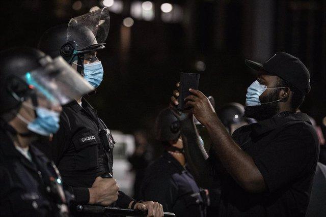 AMP.- EEUU.- Presentan cargos por asesinato contra el agente que aplastó el cuel