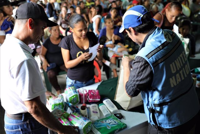 Imagen de archivo de reparto de ayuda en Venezuela