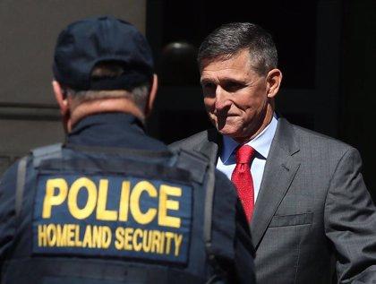 """Flynn, exasesor de seguridad de Trump, pidió al embajador ruso """"reciprocidad moderada"""" a las sanciones de EEUU"""