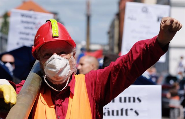 Protest against Schaudt Mikrosa GmbH plant closure in Germany