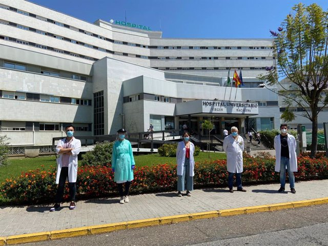 Profesionales de la unidad de esclerosis múltiple del Hospital Virgen Macarena de Sevilla