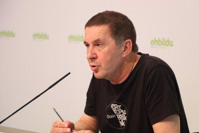 El portavoz de EH Bildu, Analdo Ortegi, durante su intervención en la Asamblea General