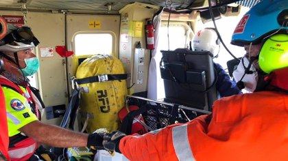 Muere el hombre que se desplomó en la playa de Cuchía tras ser evacuado a Valdecilla