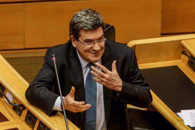 El Ministro de Inclusión, Seguridad Social y Migraciones, José Luis Escrivá, durante el pleno de control al Gobierno centrado de nuevo en las consecuencias de la pandemia por el coronavirus