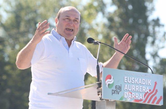 El presidente del EBB del PNV, Andoni Ortuzar, asiste al acto político del 'Alderdi Eguna' del PNV en Vitoria (Euskadi/España).