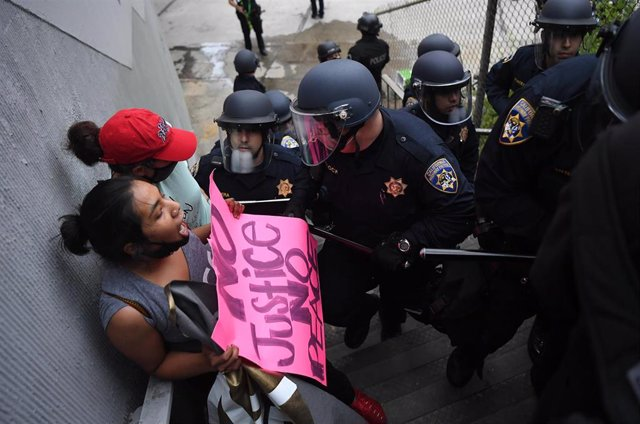 Imagen de una protesta por la muerte de George Floyd en Los Ángeles.
