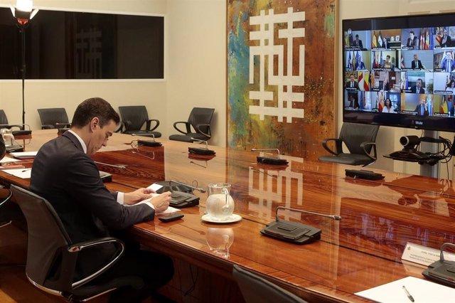 El presidente del Gobierno, Pedro Sánchez, se reúne con los presidentes autonómicos por videoconferencia, en Madrid (España) a 10 de mayo de 2020.