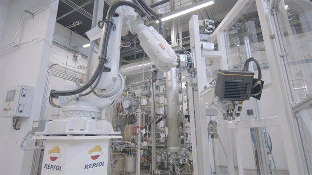 Robot en factoría de Repsol