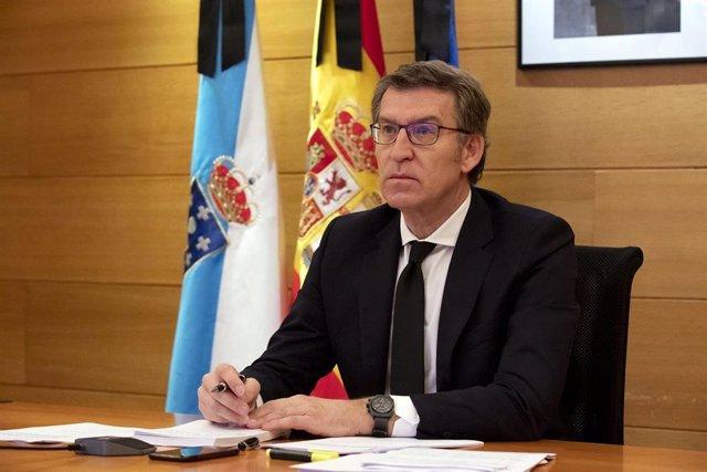 El presidente de la Xunta, Alberto Núñez Feijóo, en la duodécima videoconferencia de líderes autonómicos con el presidente del Gobierno, Pedro Sánchez.