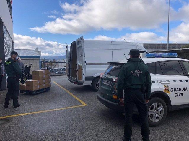 La Guardia Civil interviene en una fábrica de Jaén 150.000 mascarillas y las traslada a Madrid por el coronavirus, el 16 de marzo de 2020.