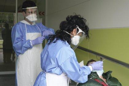 El Hospital Valle del Nalón cuenta con un punto AutoCovid para hacer pruebas desde los vehículos
