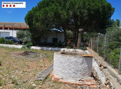 Rescatado un joven tras caer 10 metros en un pozo en Alcanar (Tarragona)