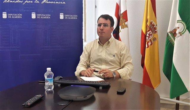 El diputado provincial de Turismo de Almería, Fernando Giménez, ha mantenido un encuentro de trabajo con responsables de la aerolínea británica Jet2.