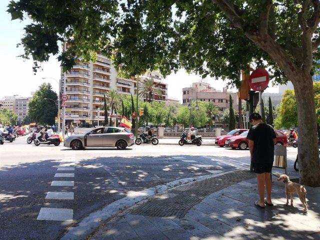 Momento de la marcha motorizada de Foro Baleares para pedir dimisión del Gobierno.