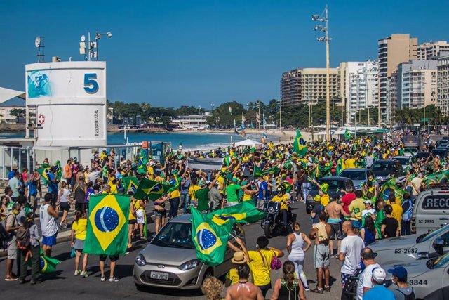 Coronavirus.- Brasil supera los 500.000 casos de la COVID-19 mientras Bolsonaro