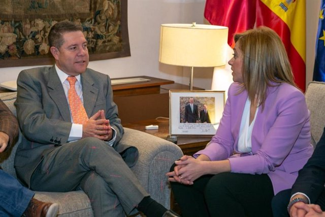 El presidente de C-LM, Emiliano García-Page, en su reunión del pasado mes de enero con la portavoz de Ciudadanos C-LM, Carmen Picazo.
