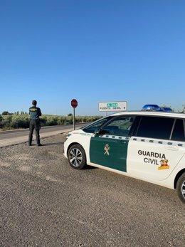 Una patrulla de la Guardia Civil en Puente Genil